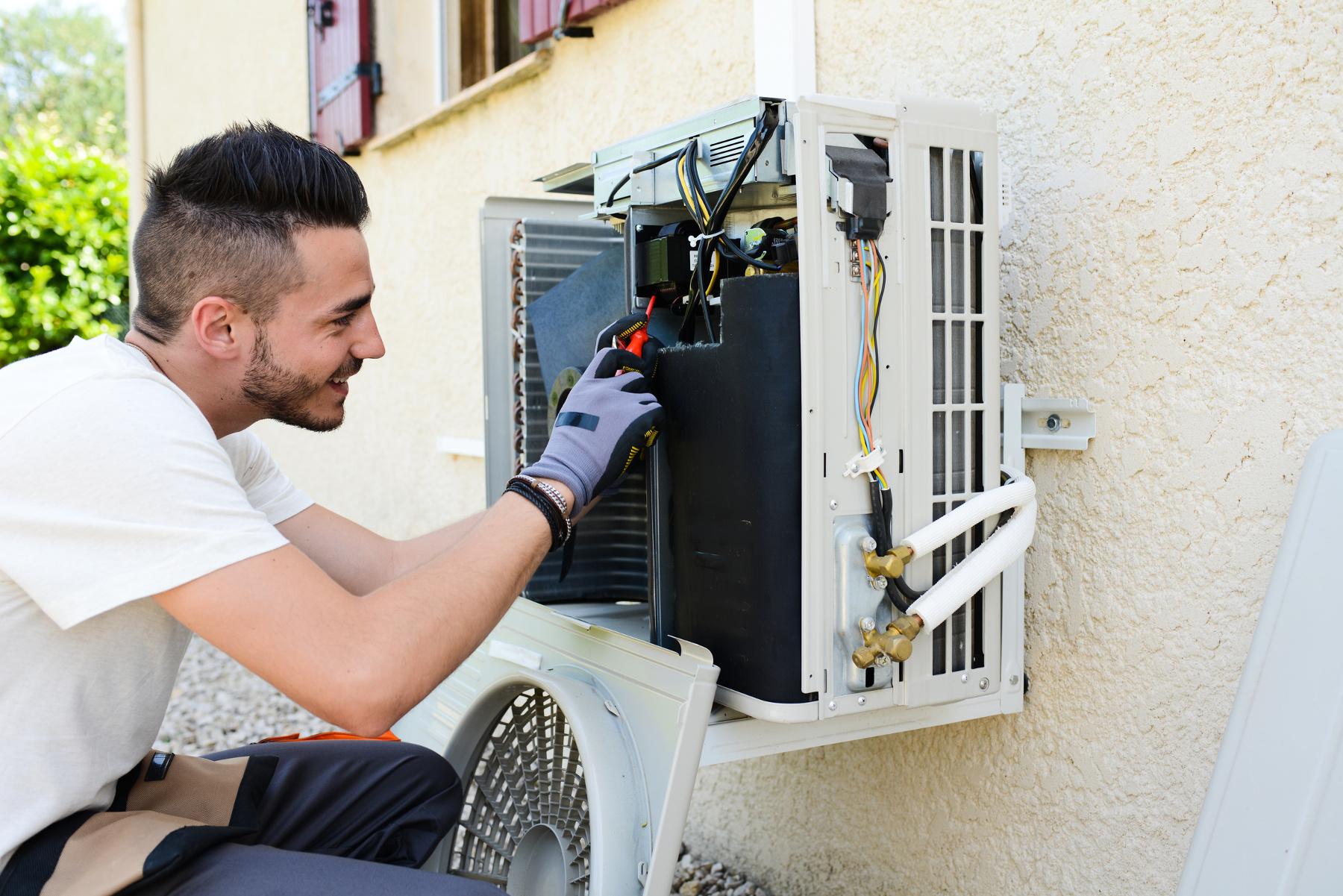 Technicien de pompe à chaleur